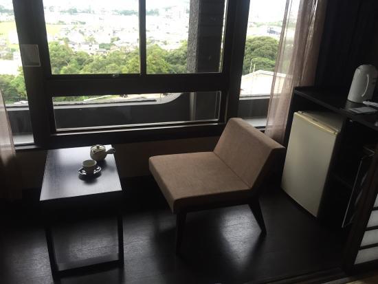 Hagihonjin: 萩晴れのお部屋に宿泊 お茶道具はもちろん萩焼  食事は追加でズワイガニを注文しました