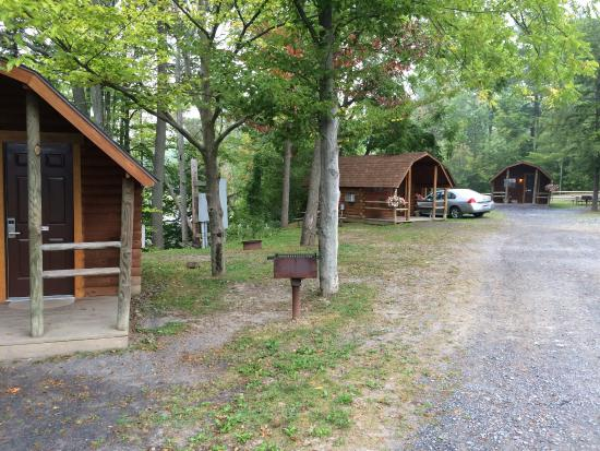 Watkins Glen-Corning KOA Camping Resort: Small cabins