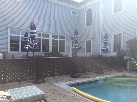 Best Western Plus Lawnfield Inn & Suites: Outdoor Pool