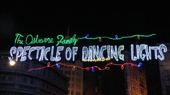 ‪The Osborne Family Spectacle of Dancing Lights‬