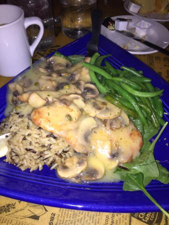 Newfield, estado de Nueva York: Yum.. Chicken Piccatta with green beans, spinach, and wild rice.