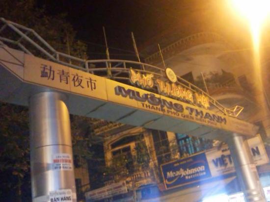 Dien Bien Phu : Khu này rất nhiều khách Sạn, nhà nghỉ giá bình dân giá 200,000 đến 250,000đ 1 đêm, khu ăn uốn.