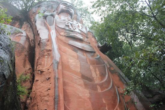 Pengshan County, Cina: Standing Buddha 28 metres