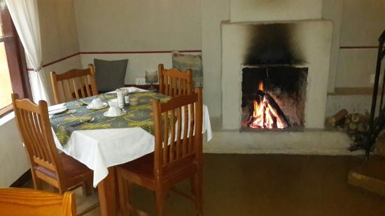 Gecko Lodge: dining room on a cold morning