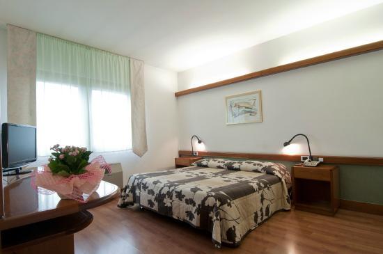 Hotel Italia: Camera matrimoniale