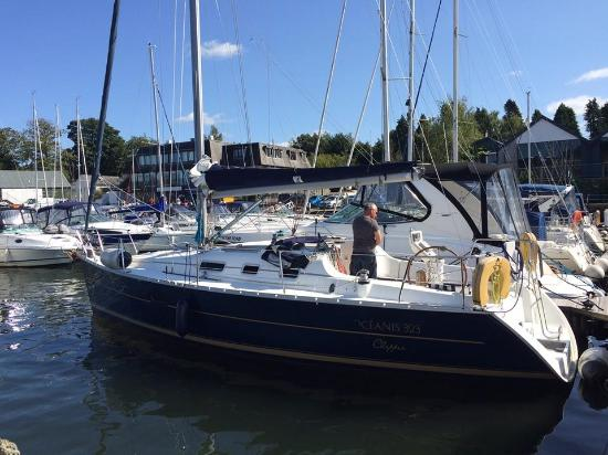Bowness-on-Windermere, UK: Our boat for the morning.....