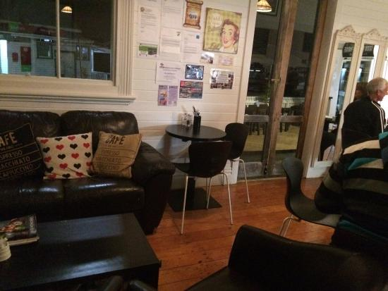 Mangonui, Νέα Ζηλανδία: Cosy corner. Perfect place to be when it is 10C outside!