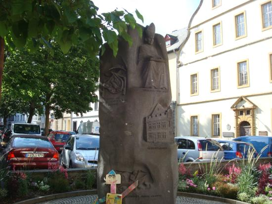 Nikolaus von Kues Denkmal