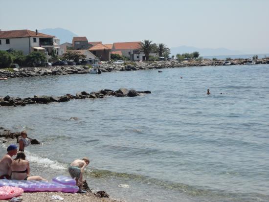 Sucuraj, Κροατία: Pláž Cesmenica
