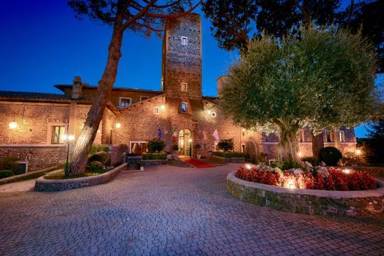 Castello della Castelluccia: Castle entrance