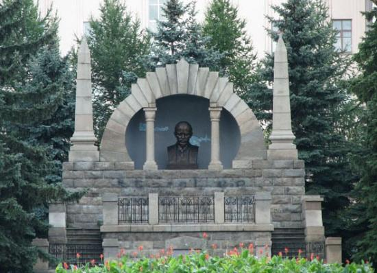Monument-Mausoleum to Lenin