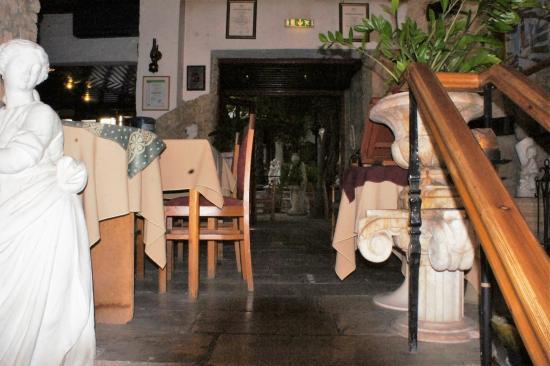 Kiniras Hotel: dining area