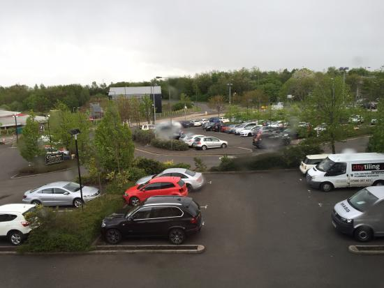 Premier Inn Edinburgh A1 (Newcraighall) Hotel: Car park from room