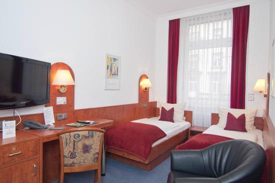 Hotel West an der Bockenheimer Warte: Zweibettzimmer / twin bedroom