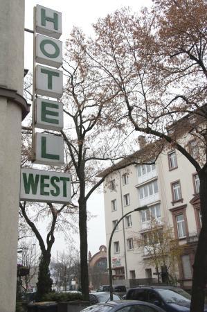 Hotel West an der Bockenheimer Warte: Außenansicht / exterior view