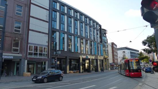 fachada picture of motel one bremen bremen tripadvisor. Black Bedroom Furniture Sets. Home Design Ideas