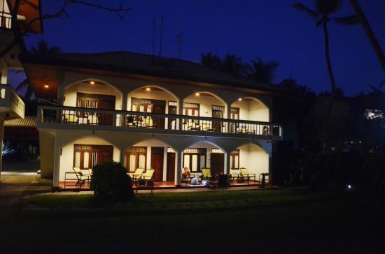Sri Gemunu Beach Resort: Nachts Bilder vom Hotel