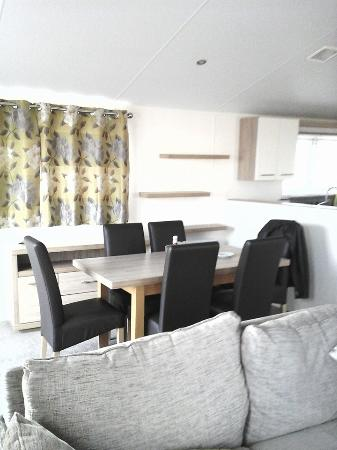 Kessingland Beach Holiday Park: Large dining table and area for family meals .