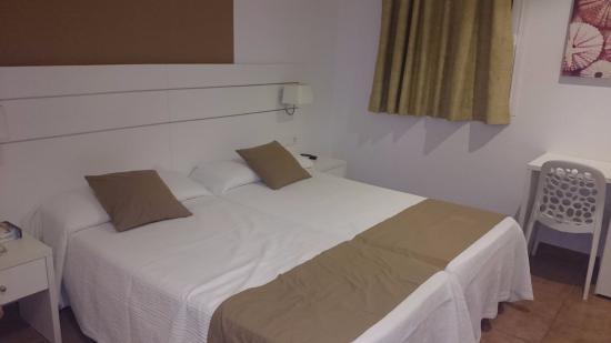 Hostal Adelino: Habitación doble dos camas sin balcón