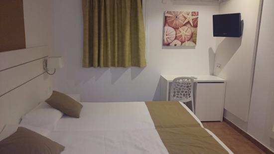 Hostal Residencia Adelino: Habitación doble dos camas sin balcón