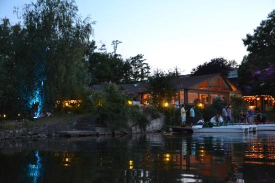 La Crêperie: Ausblick auf das Restaurant vom Wasser aus