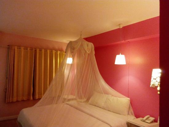 Roma Hotel: chambre rose