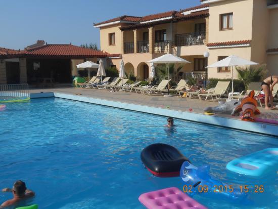 St Denis Apartments: pool