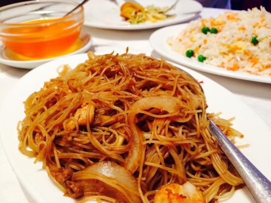 Restaurante  Rong Hua: Fideos, arroz, pato y rollito de primavera. Un clásico menú de restaurante chino
