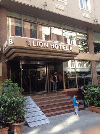 Lion Hotel: Eh işte...