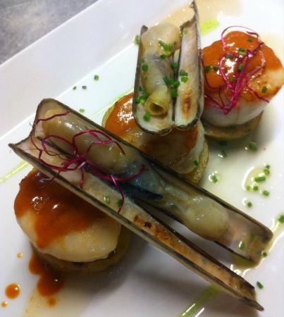 Sadoll Restaurant : Vieiras a la plancha con navajas y jugo de gambas.