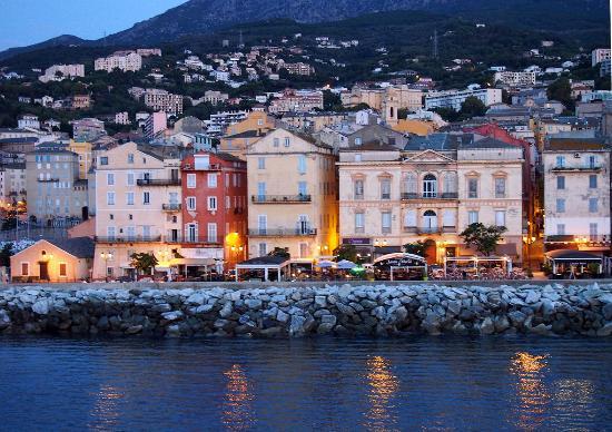 Vieille maison sur le vieux port picture of le vieux - Vieux port bastia ...