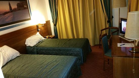 Stanza doppia con 2 letti singoli - Bild von Hotel Master, Turin ...