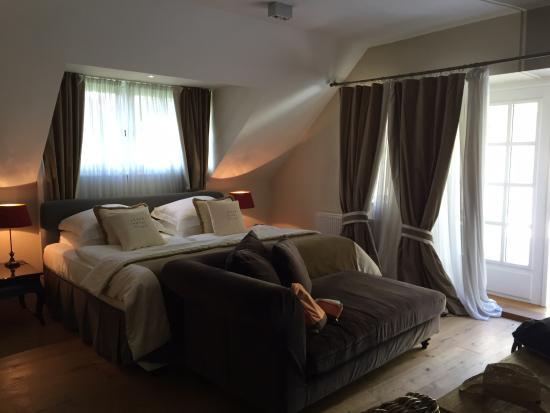 Lesar Hotel Angel: The Penthouse Suite