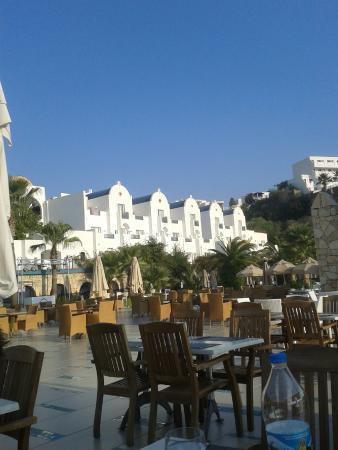 Salmakis Resort & Spa: vanuit restaurant