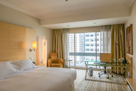 Photo: King Hilton Deluxe Plus Room