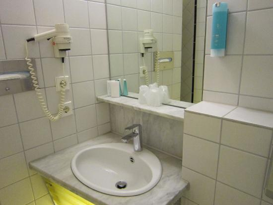 Hotel Cristall: Waschbecken