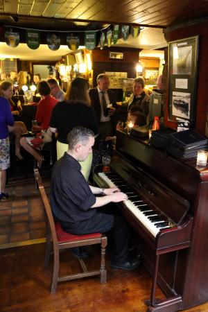 Olde Glenbeigh Hotel : Michael Playing Piano during Cocktail hour