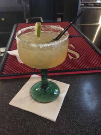 Duke's Bar and Grill: Premium Margarita and Mojito