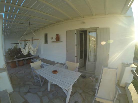Paros Apartments : patio, con amaca