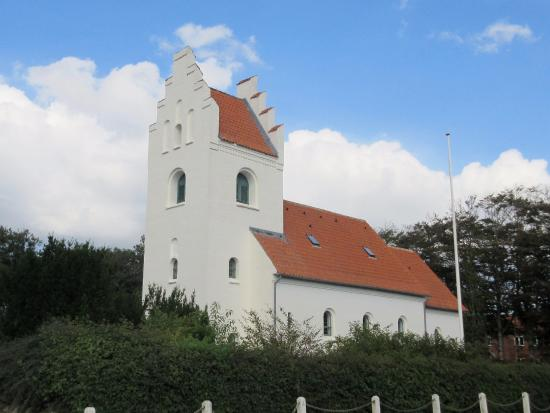 Nollund Church: Nollund Kirke i september-sol