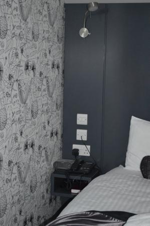 Hotel Hebrides: Wall on left hand side of the bed