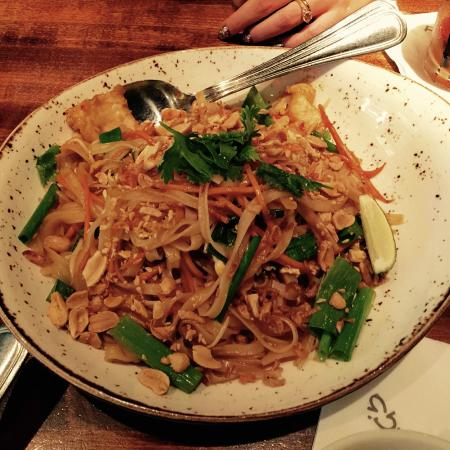 Pad Thai - impressive but needed more 'sour' or fresh elements 3/5