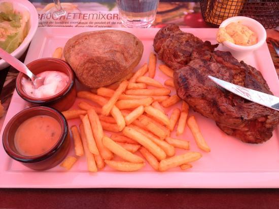 Grill Courtepaille Rosny sous Bois: Belle viande et frites correctes, et enfin de la sauce au poivre