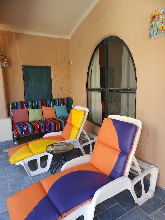 Casa Kootenay Bed and Breakfast: Garden Seating
