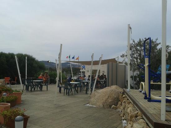 Isola dei Gabbiani - Land of Water: Die Terasse und die Aussicht vom Campingplatz