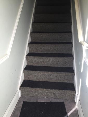 Shaw Club Hotel: Tenement stairwell