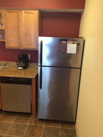 Residence Inn San Jose Campbell: Refrigerator ... good to stock food and drinks