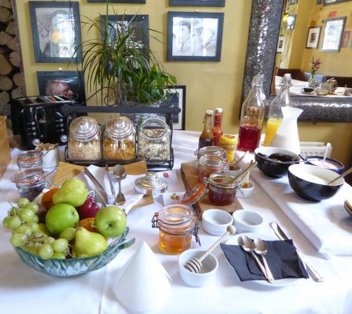 Froxfield, UK: The broad breakfast selection