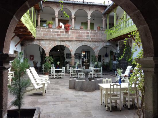Ninos Hotel: The courtyard