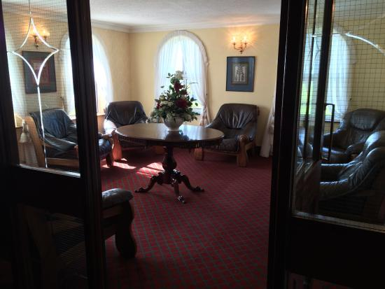 Aran View Country House: Parlor of Aran View Hotel, looks out to the Cliffs and Aran Islands